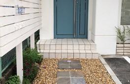 居抜き物件を美容室に改装(玄関)